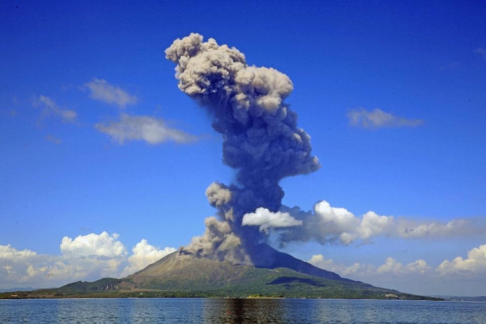 バヌアツの法則、8月20日の富士山噴火